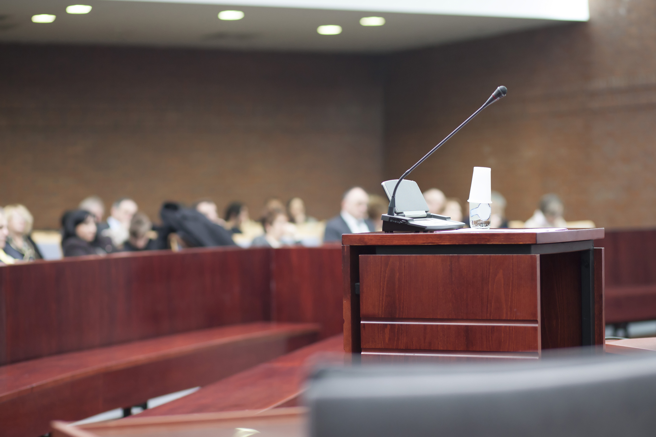 Imagem de sala de audiências