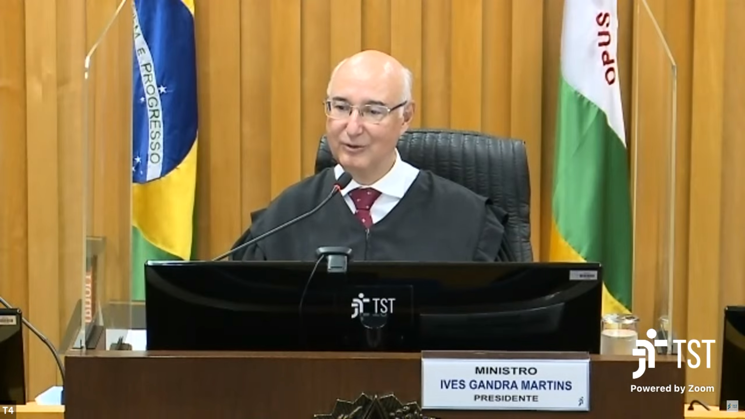 Ministro Ives Gandra Filho, presidente da 4ª Turma, em sessão híbrida
